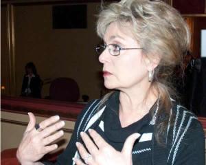 Deborah Tavares Bio