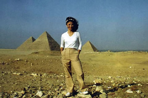 Linda Moulton Howe in Cairo, Egypt on the Giza plateau where the great Cheops pyramid rises with its companions, Kephren and Mykerinos.