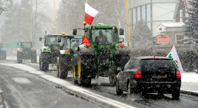 Polish Farmers Blockade Motorways Across Country